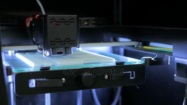 3D tiskárna během práce