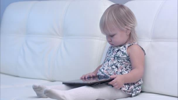 Baba otthon segítségével a digitális tábla