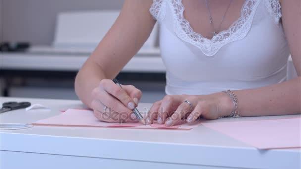 Nő rajz papír sablon pillangó