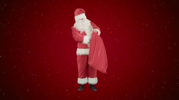 Santa Claus s jeho pytel spoustou dárků na červeném pozadí se sněhem