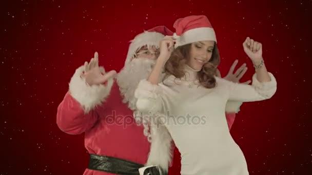 Mikulás tánc vonzó karácsonyi hölgy vörös háttérben a hó