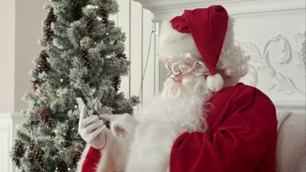 Lachender Weihnachtsmann Weihnachts Nachrichten von Kindern Lesen
