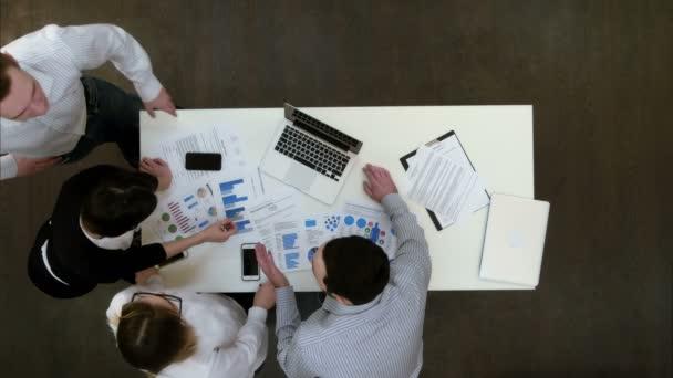 Podnikatelé mají malé argument v kanceláři