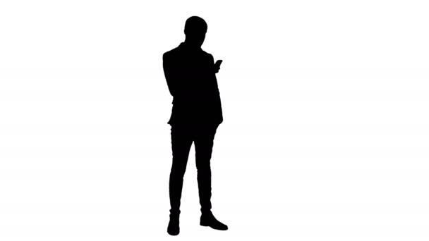 Silueta podnikatel pomocí mobilního telefonu