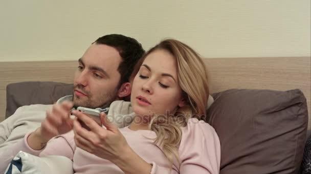 Жена с женщиной видео