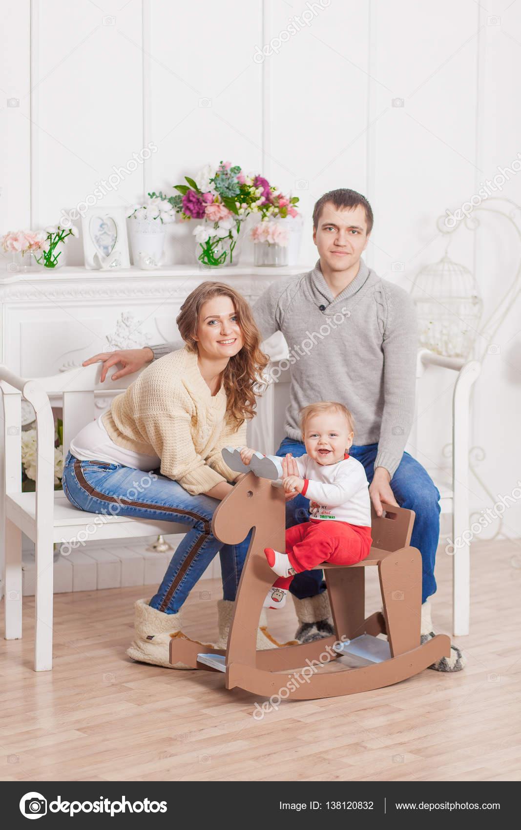 Holzpferd Babyschaukel Weihnachtsbaum Dekoriert Mit Eltern
