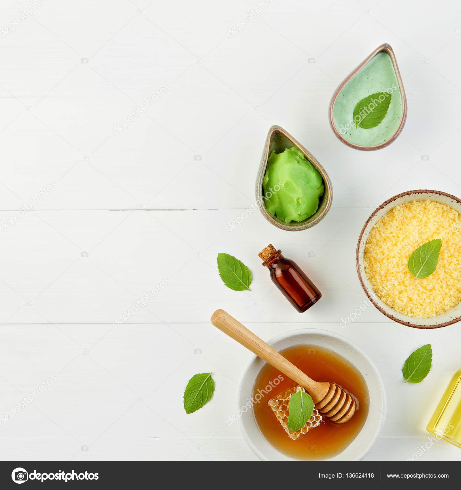 Bagno di sale limone fatti in casa e miele fresco nella piastra con ...