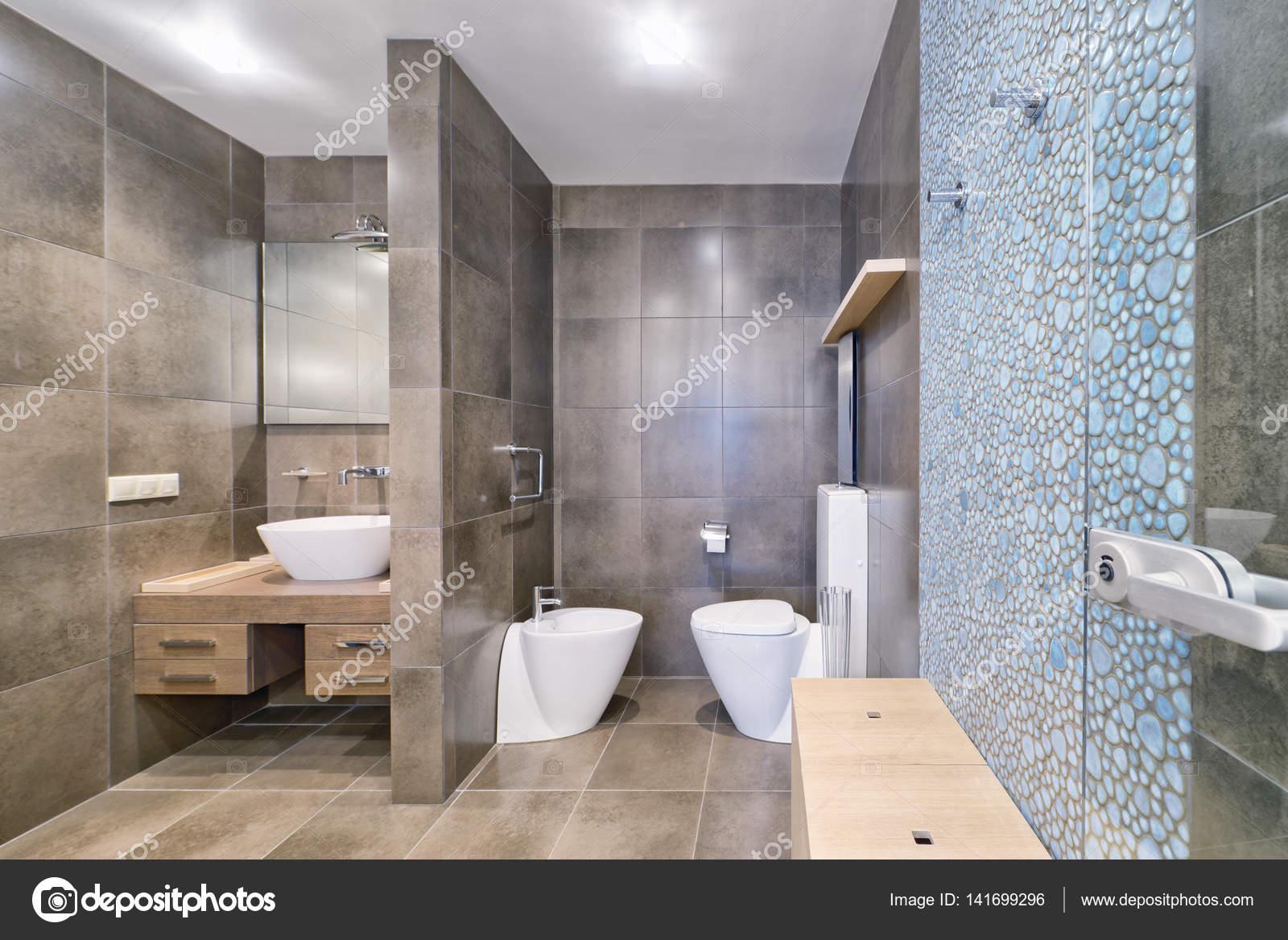 Bagni Per Case Di Campagna : Linterno della stanza da bagno u2014 foto stock © ovchinnikovfoto