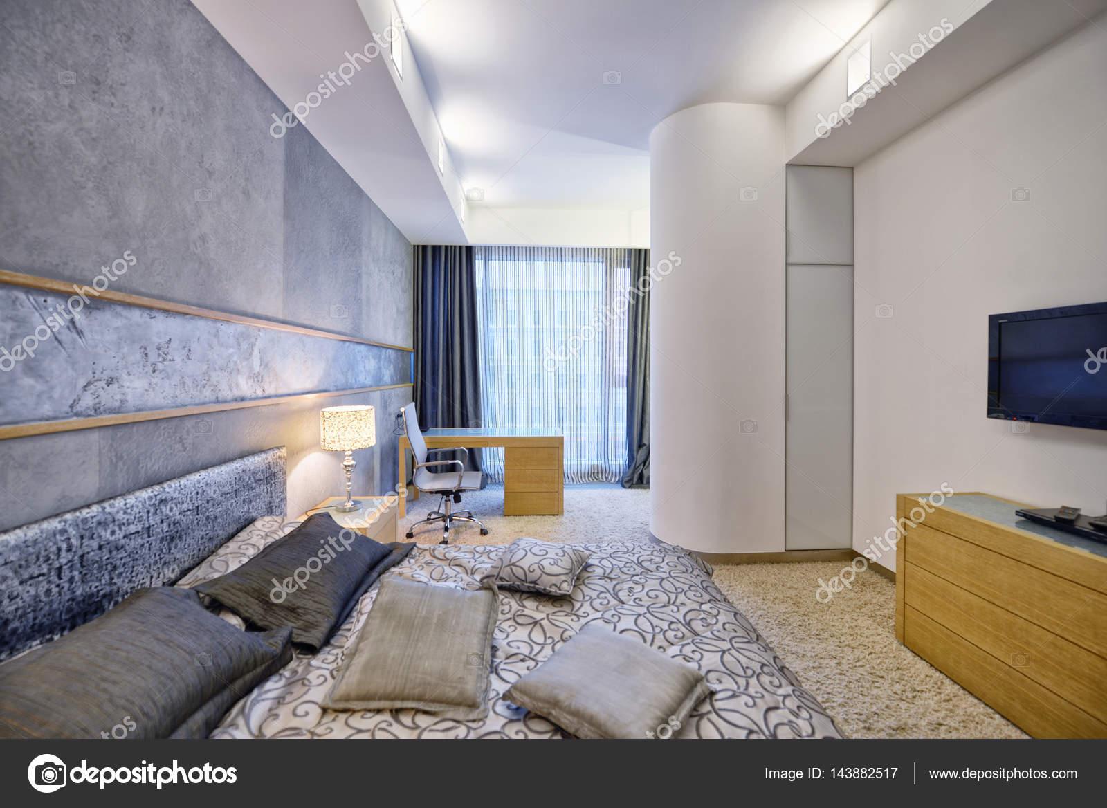Russland, Moscow   Moderne Designer Renovierung In Einem Luxus Gebäude.  Stilvolle Schlafzimmer Innenraum Mit Doppelbett U2014 Foto Von Ovchinnikovfoto