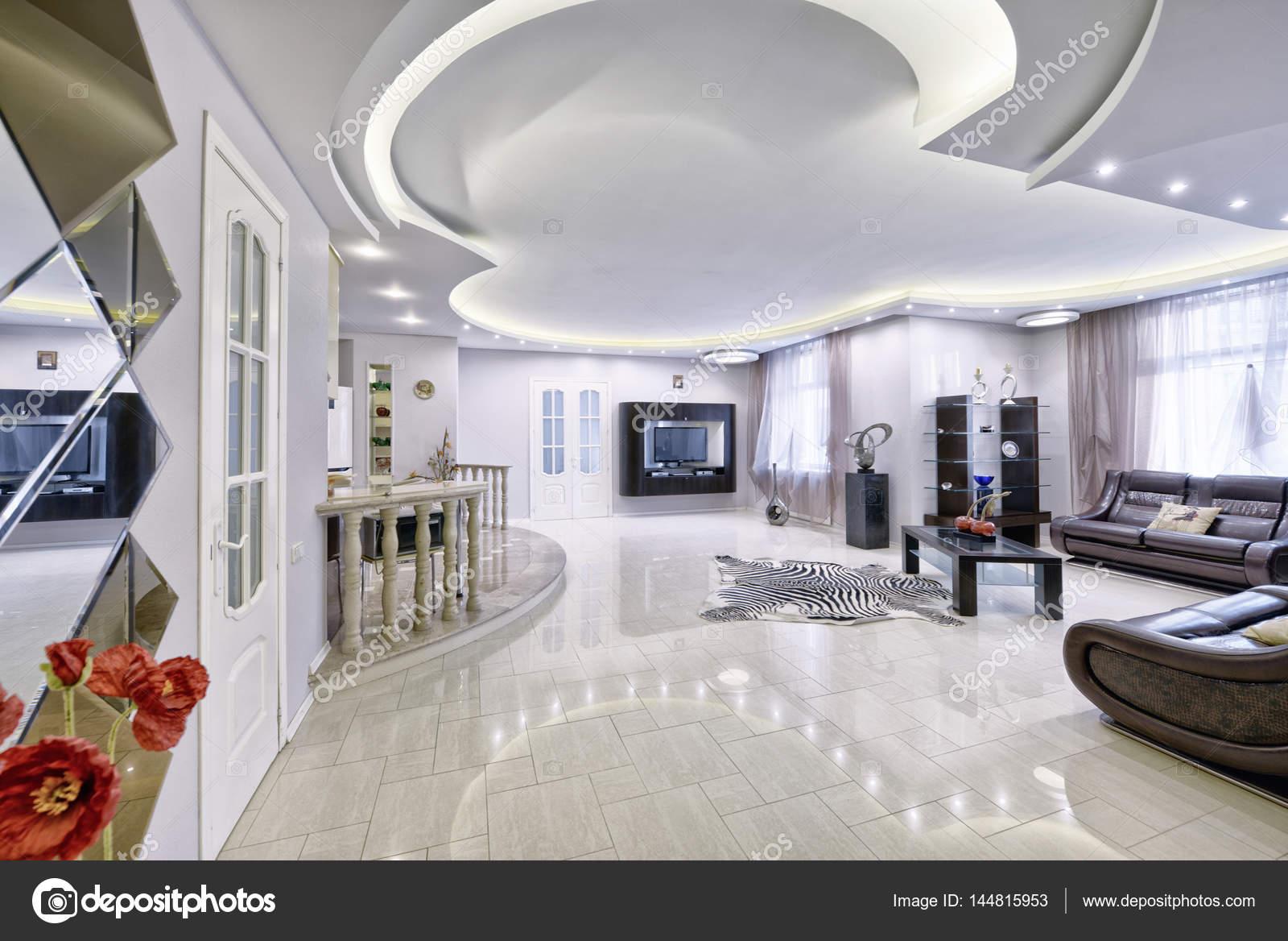 Modern interieur woonkamer, stedelijk vastgoed — Stockfoto ...