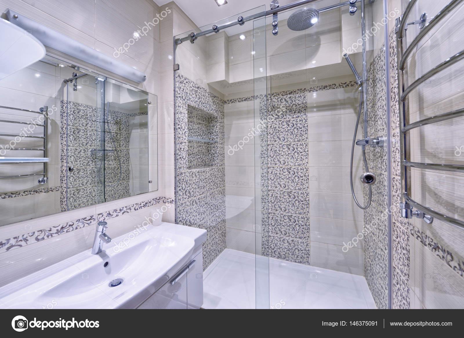 het interieur van de badkamer — Stockfoto © ovchinnikovfoto #146375091