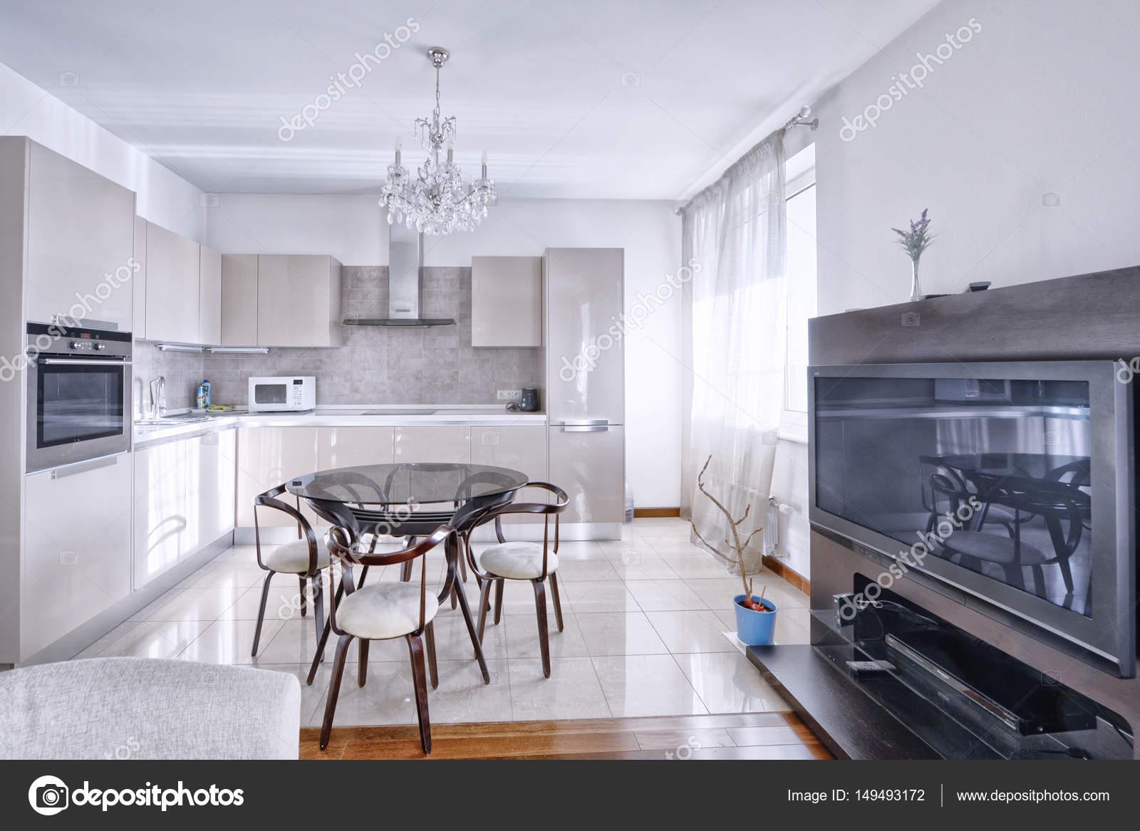 interior design cucina - soggiorno — Foto Stock © ovchinnikovfoto ...