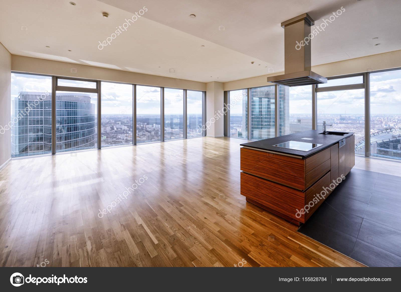 Interni moderni in una nuova casa di lusso con vetrate for Case di lusso interni foto
