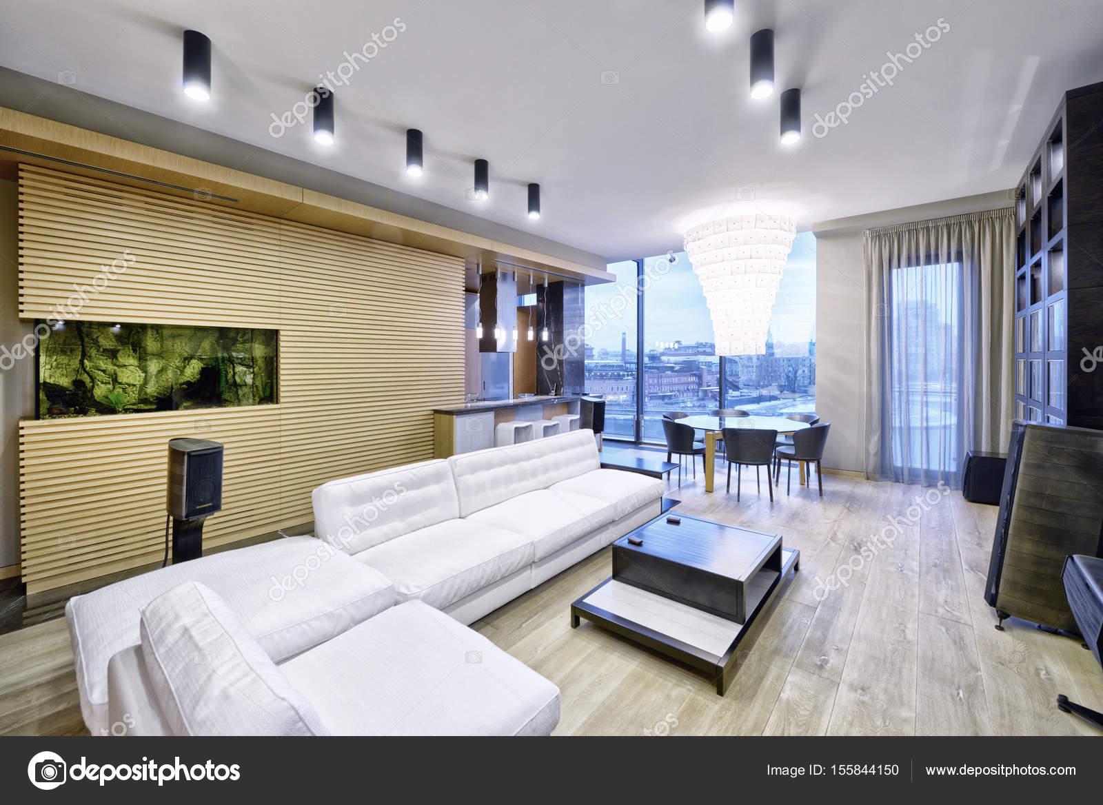Interno soggiorno nella casa moderna foto stock for Casa moderna vetrate