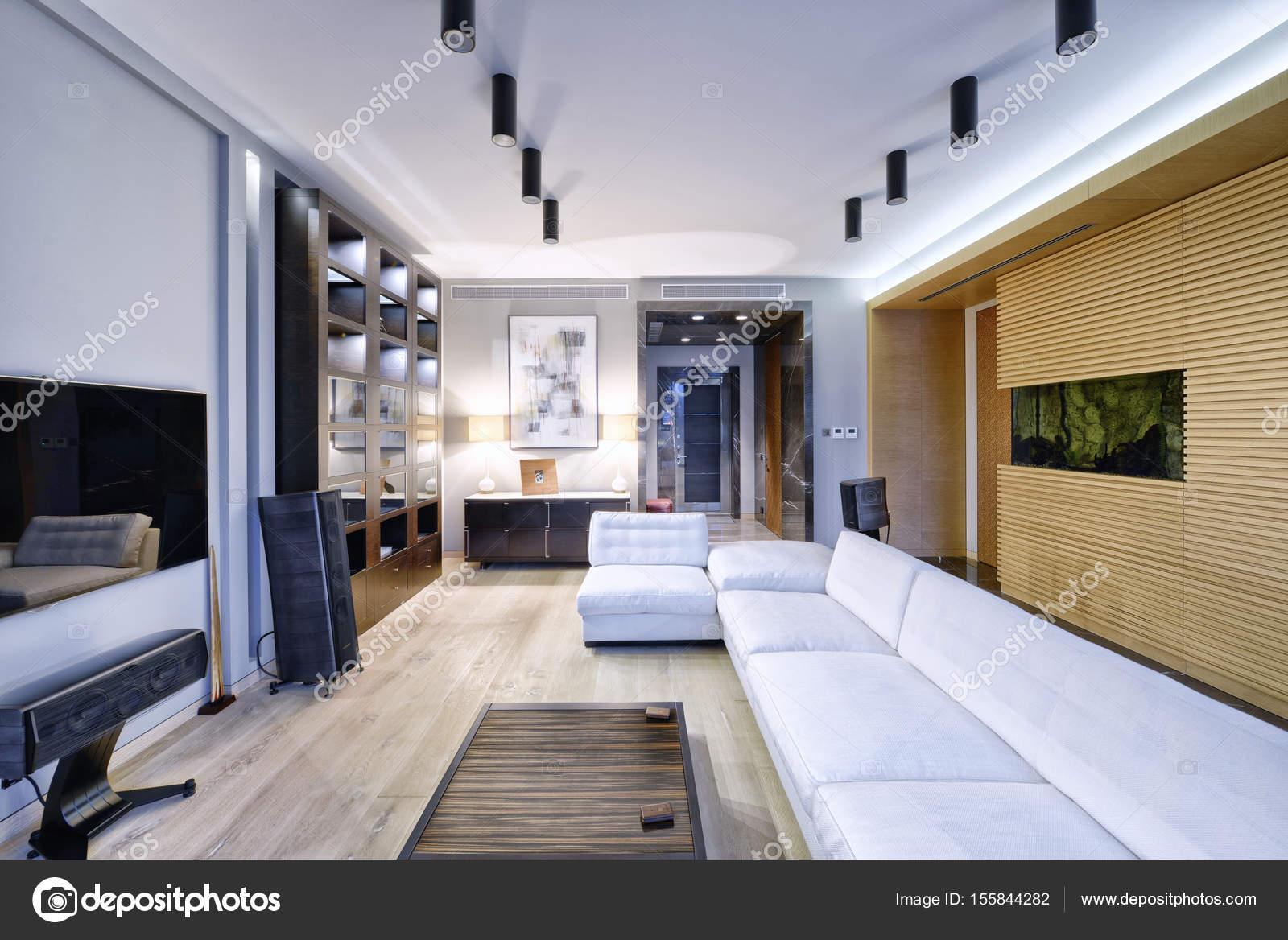 woonkamer interieur in moderne huis — Stockfoto © ovchinnikovfoto ...