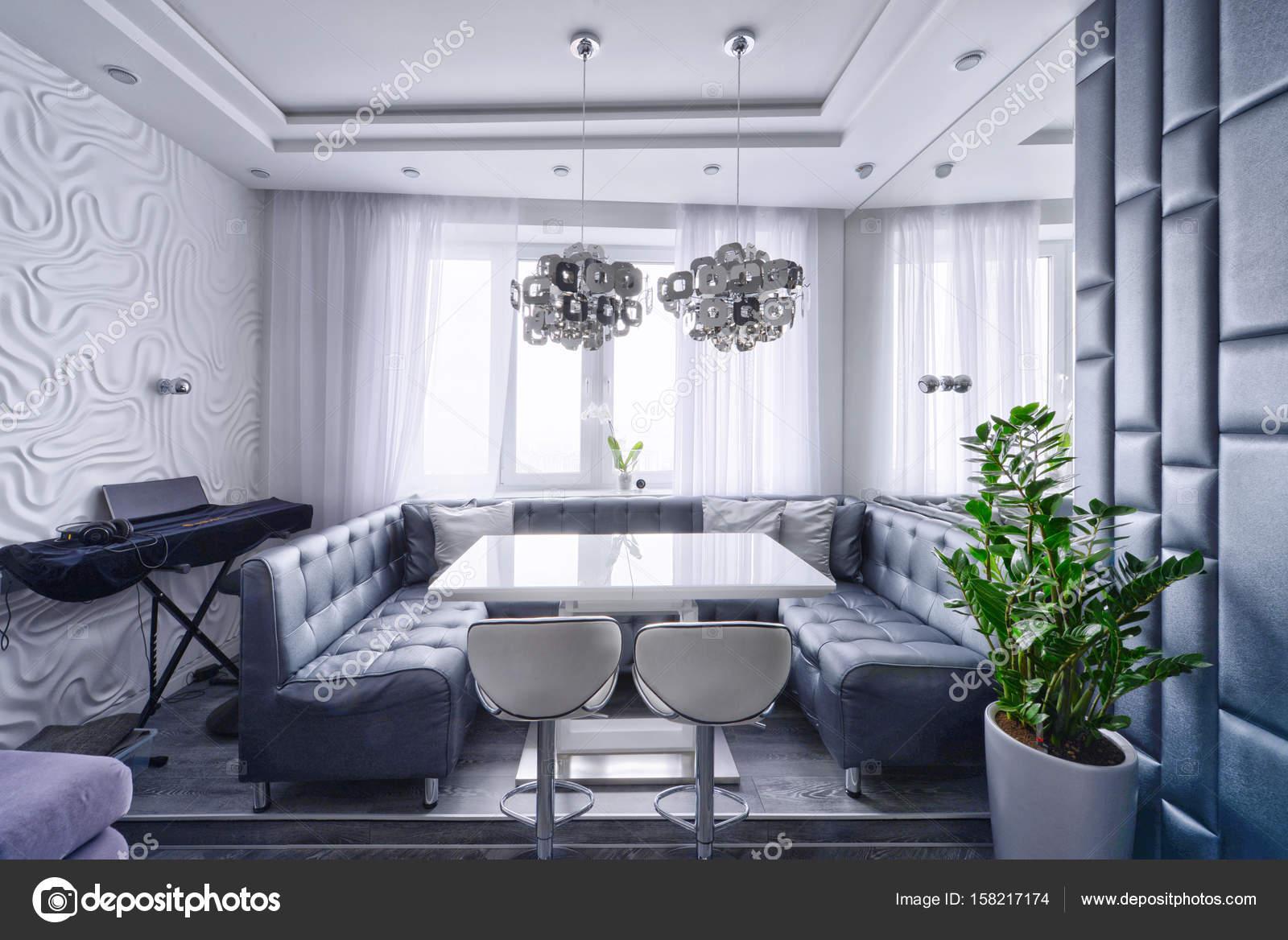 Interni dal design moderno di soggiorno in un appartamento for Design di casa di lusso moderno