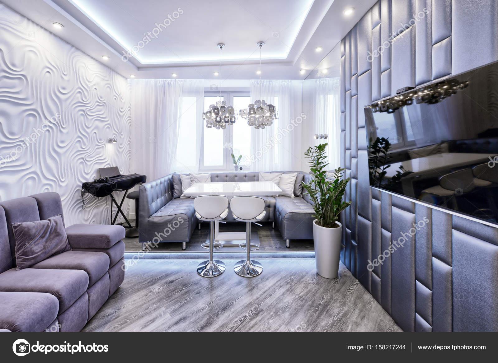 Interni dal design moderno di soggiorno in un appartamento for Design moderno interni