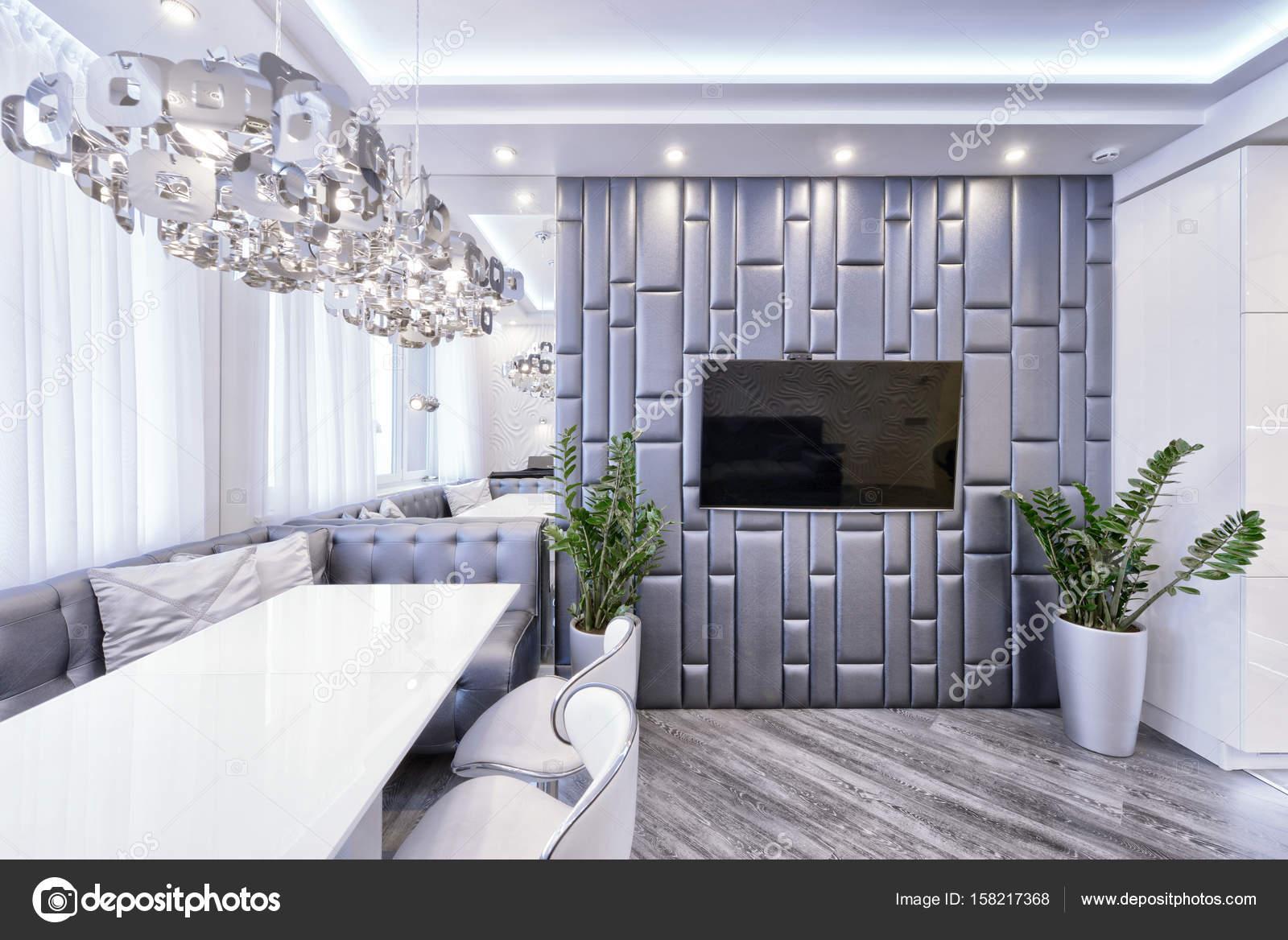 Interni Casa Grigio : Interni dal design moderno di soggiorno in un appartamento di