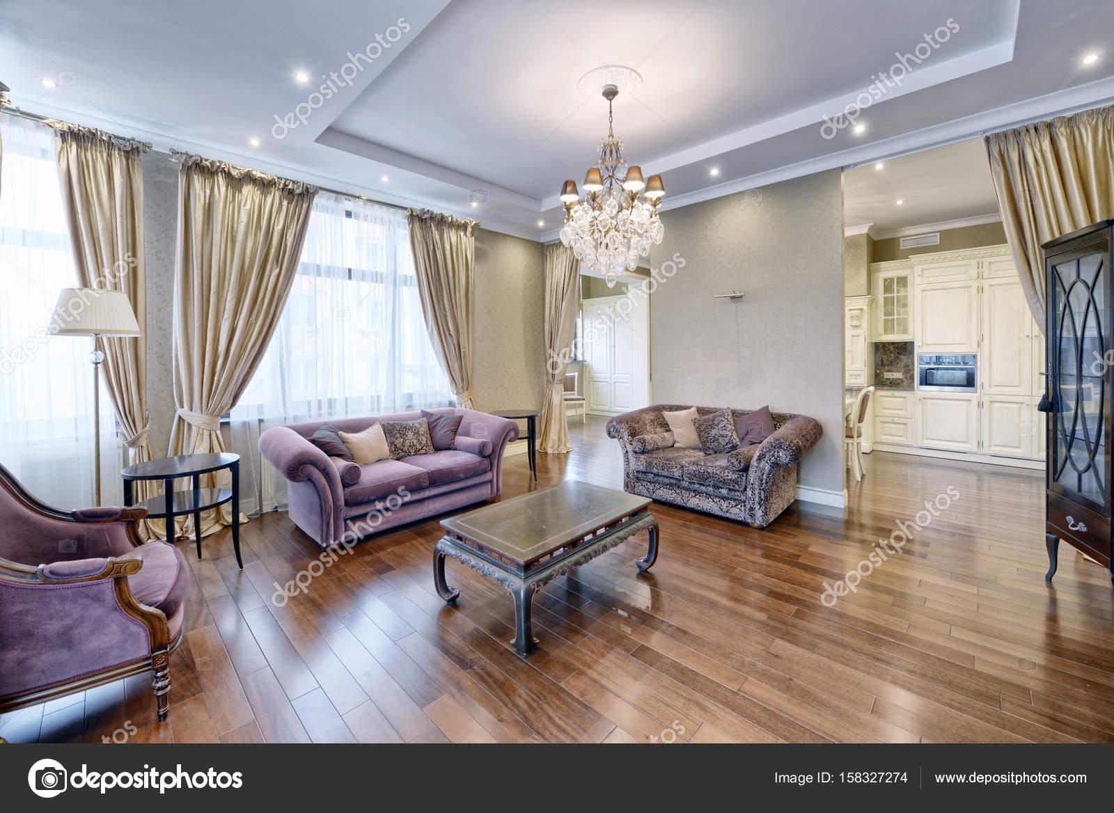 Wohnzimmer Interieur in modernes Haus — Stockfoto © ovchinnikovfoto ...