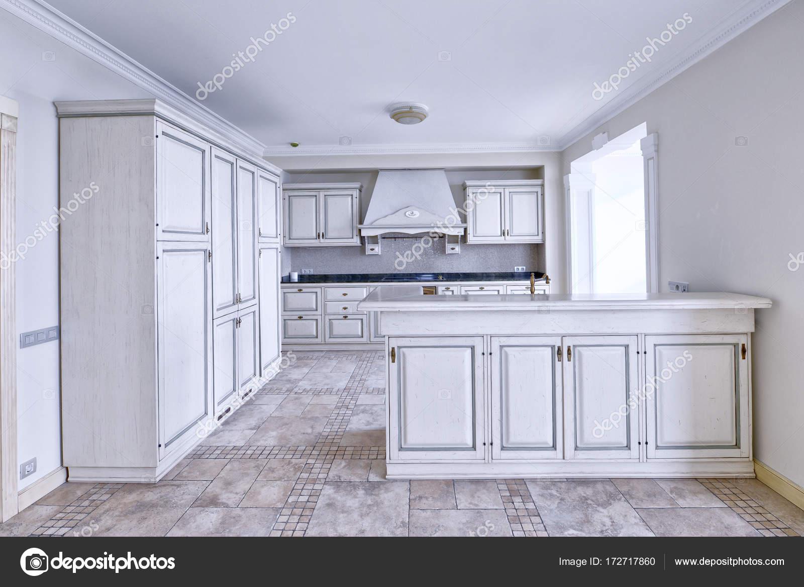 cocina, comedor, estufa, refrigerador, horno, platos, sillas, bar ...