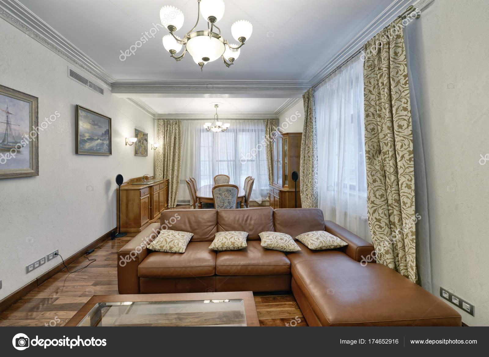 https://st3.depositphotos.com/4730441/17465/i/1600/depositphotos_174652916-stockafbeelding-woonkamer-interieur-in-moderne-huis.jpg