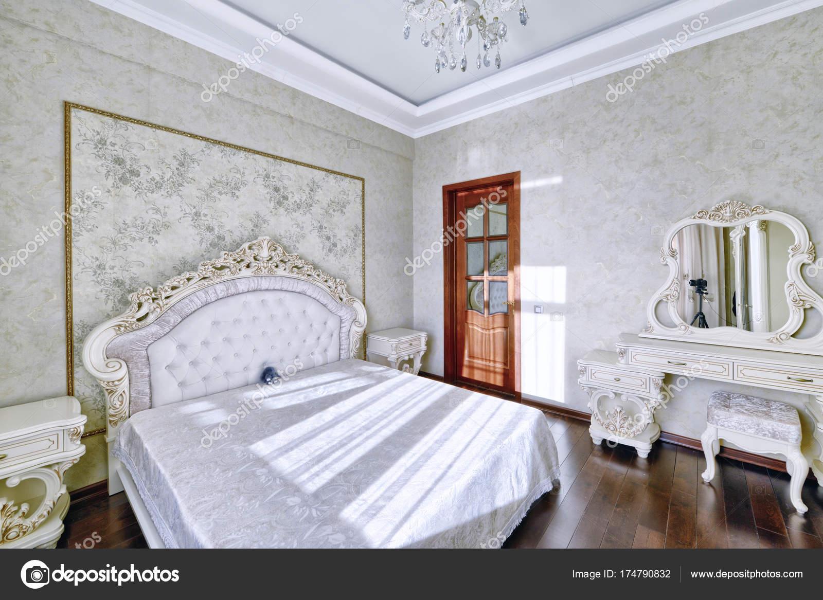 Interno Elegante Camera Letto Con Letto Matrimoniale — Foto Stock ...