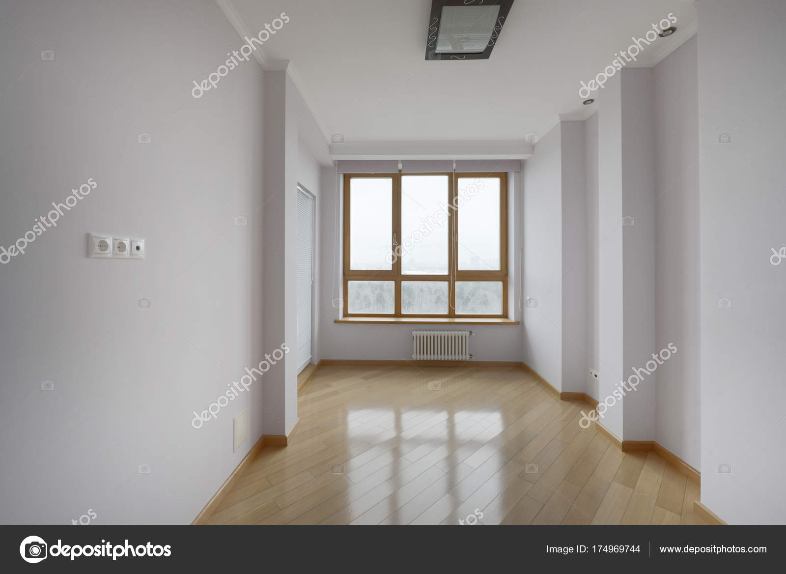 Leeg interieur moderne huis u stockfoto ovchinnikovfoto