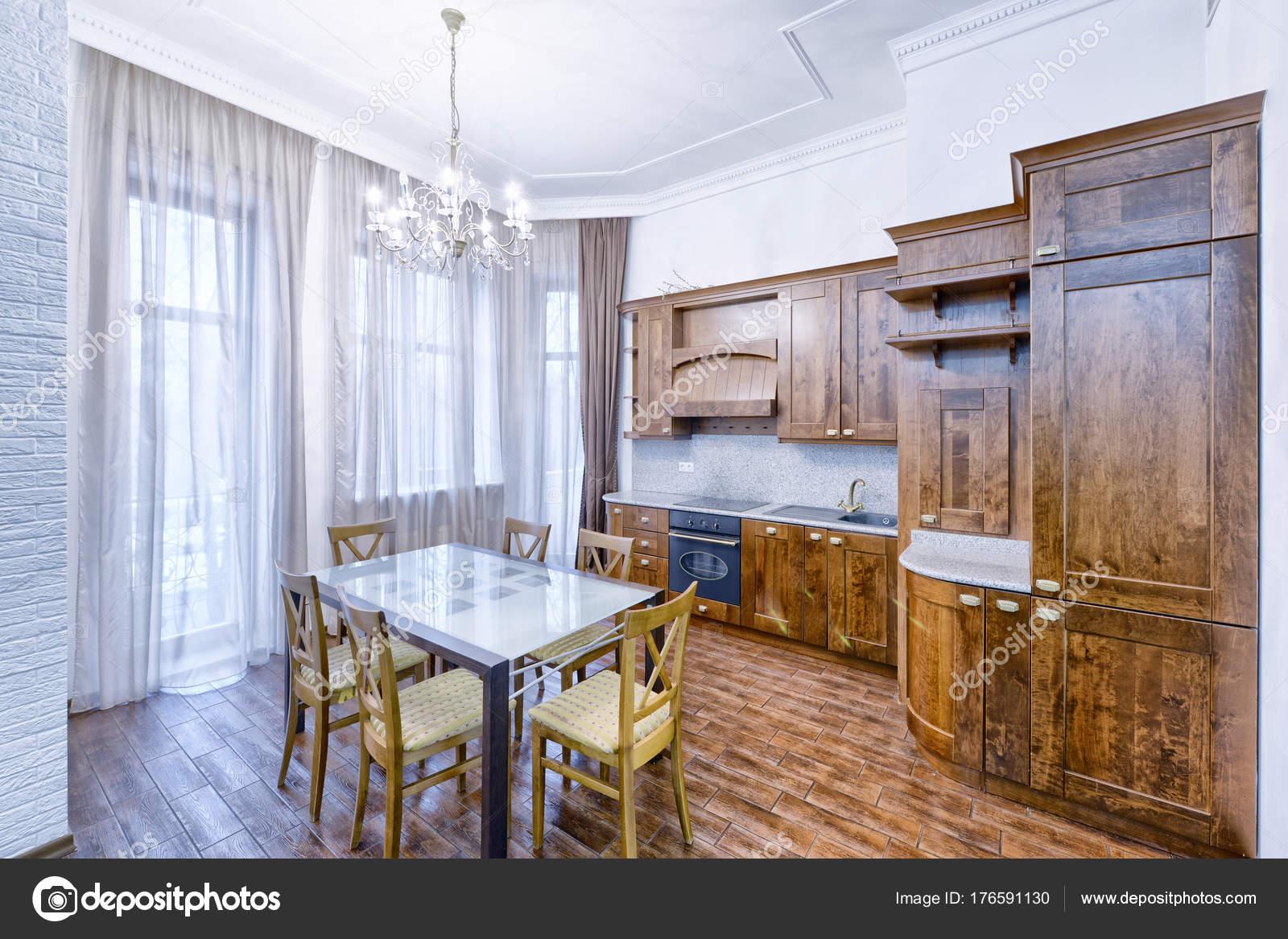 Die Küche Ist Massivholz Klassischen Stil Einem Modernen Haus ...