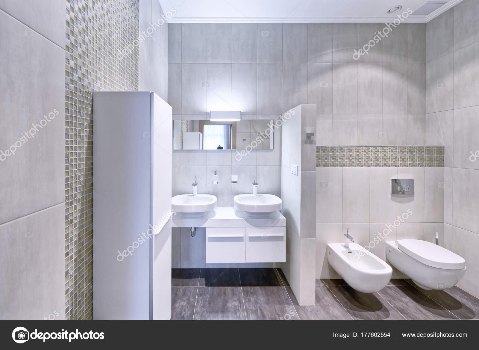 Interior Moderno Del Cuarto Baño Casa Nueva — Foto de stock ...