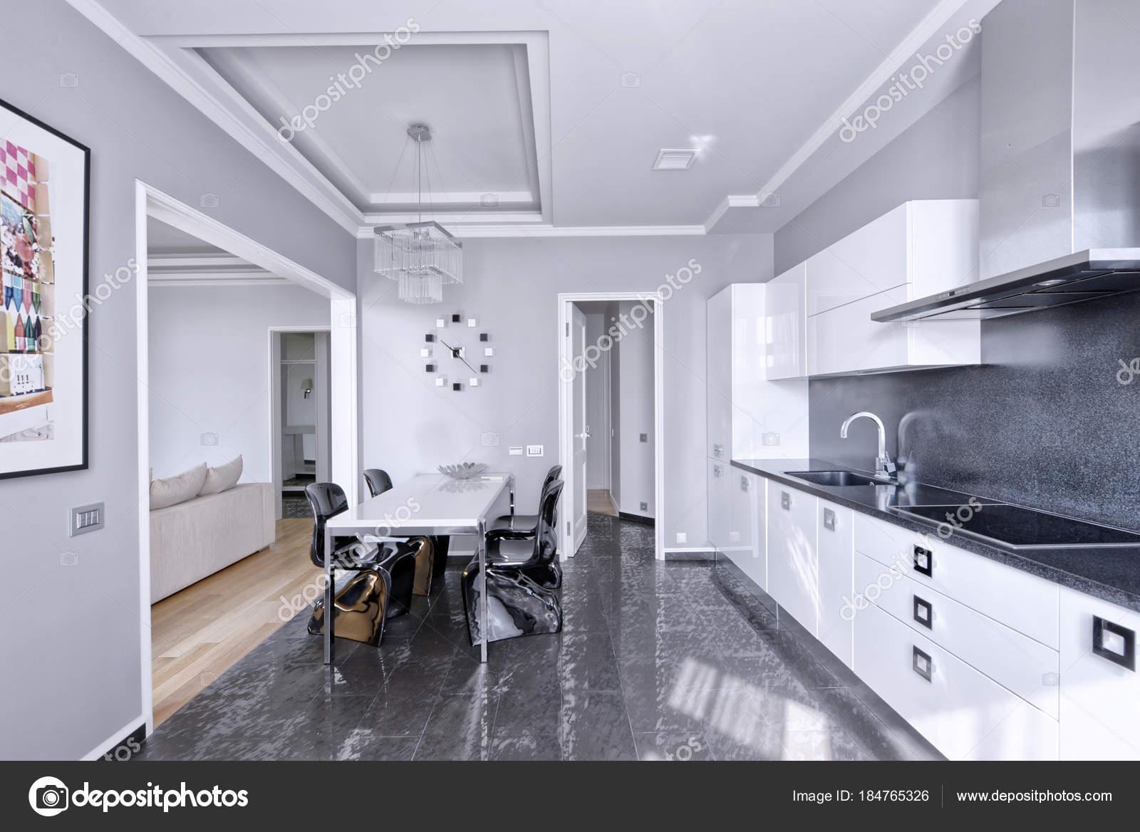 Interni Dal Design Moderno Con Cucina Bianca Lucida — Foto ...