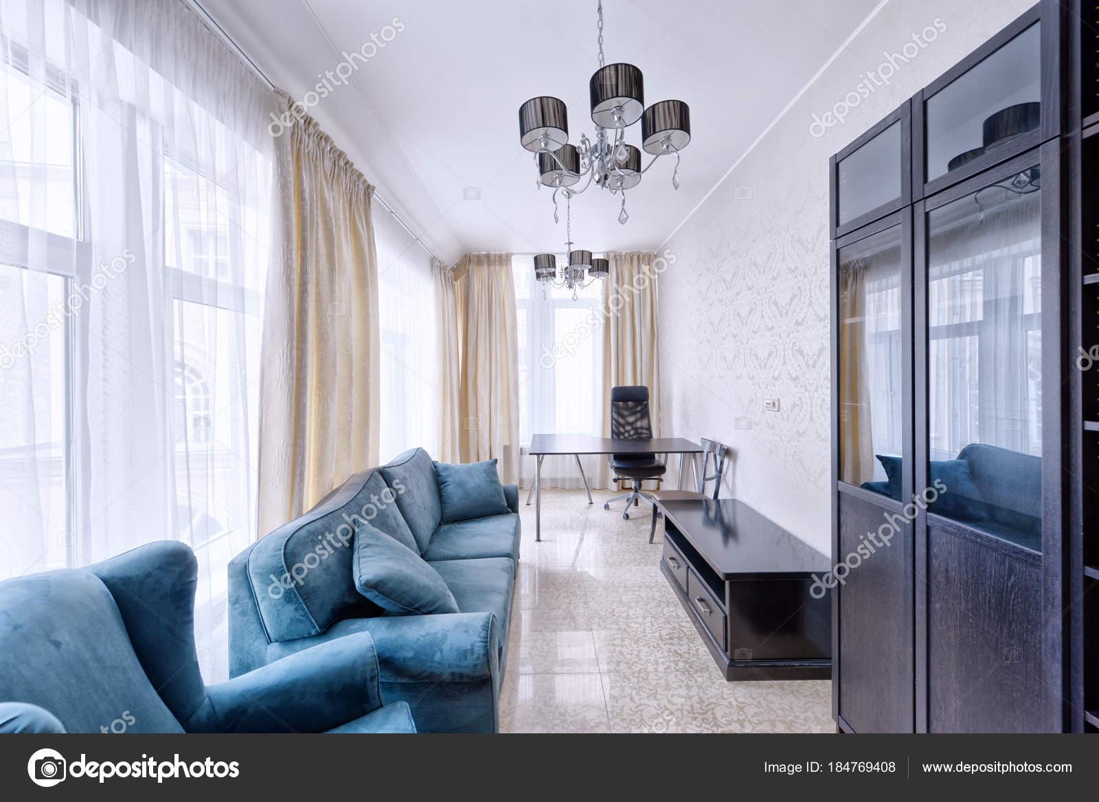 Zimmer Nach Innen Modernes Haus — Stockfoto © ovchinnikovfoto #184769408