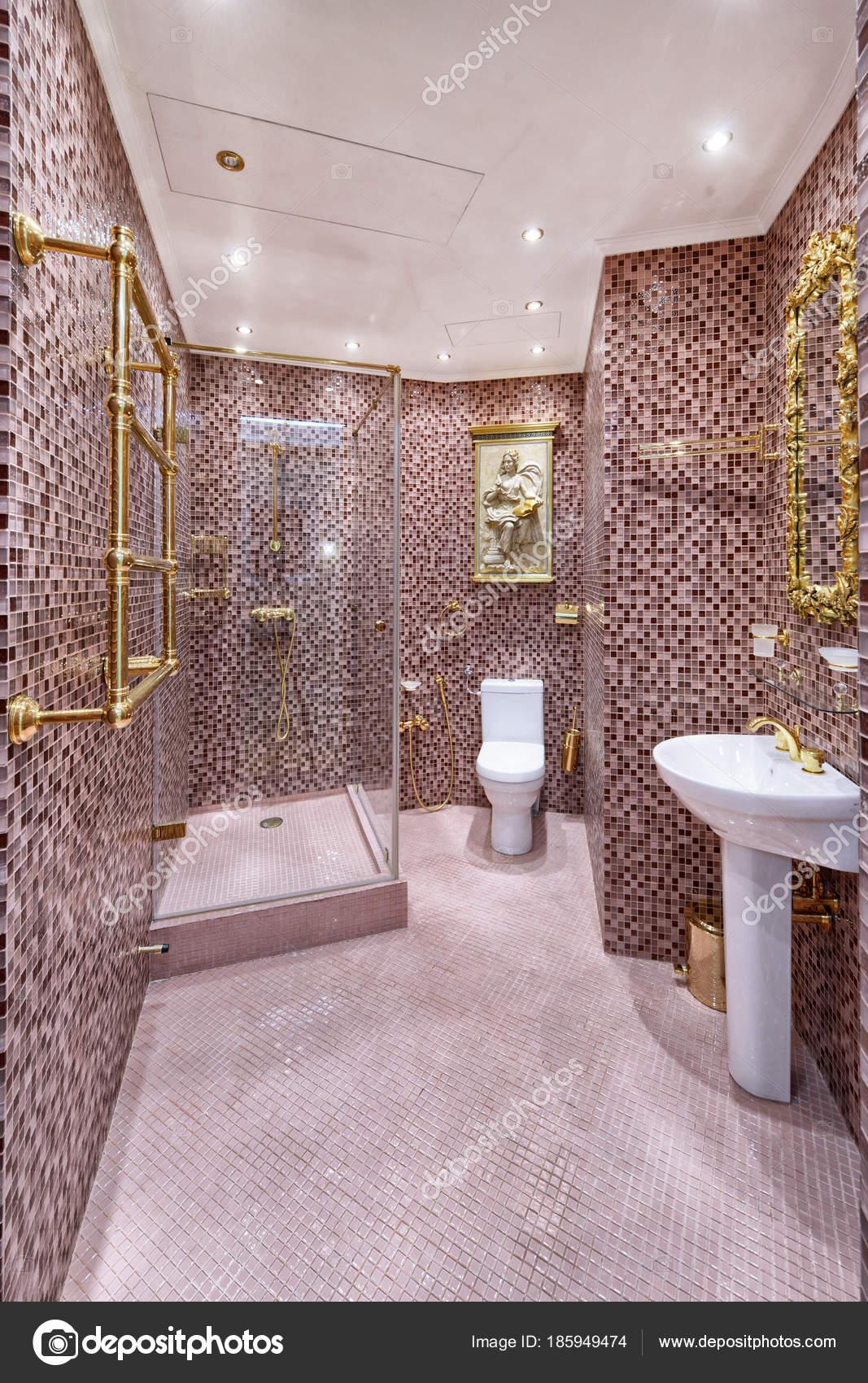 Maison luxe salle bains design int rieur photographie ovchinnikovfoto 185949474 for Design interieur salle de bain