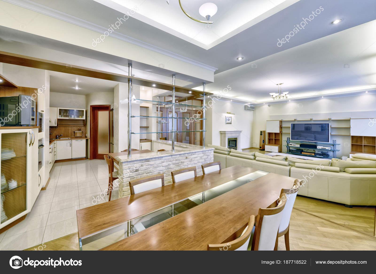Interni del salotto stile classico una casa moderna foto - Stile casa moderna ...