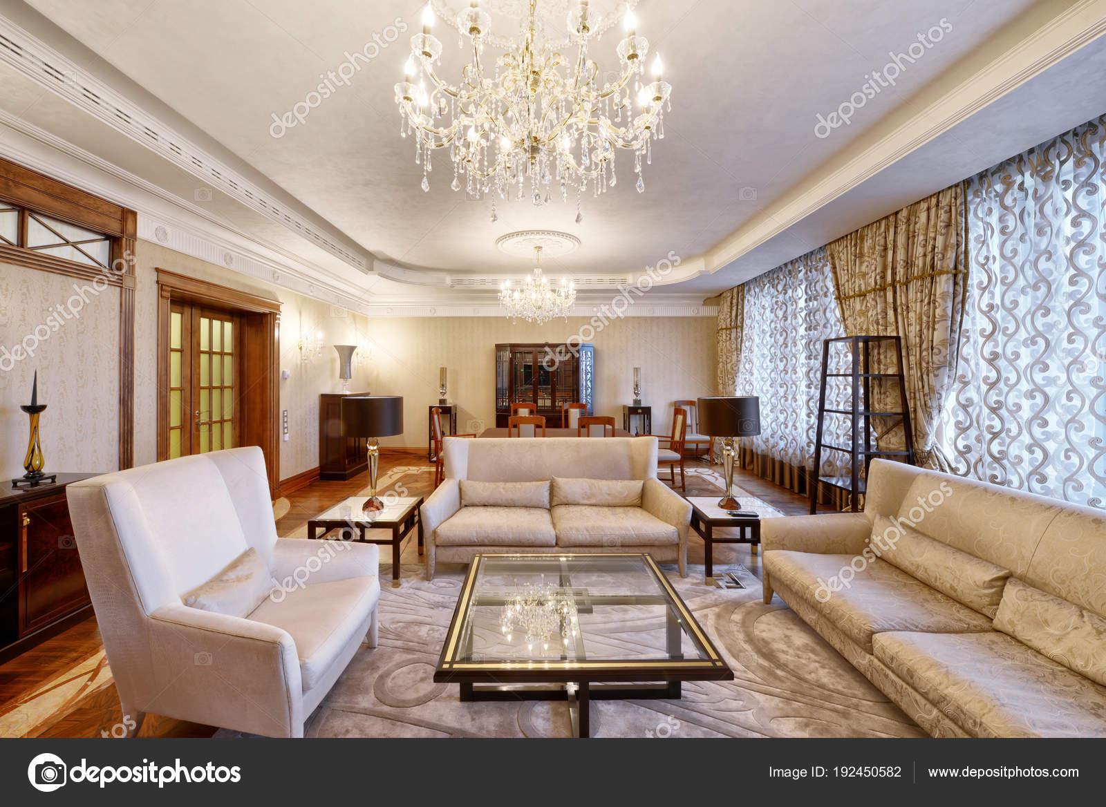 Salon intérieur en maison moderne image de