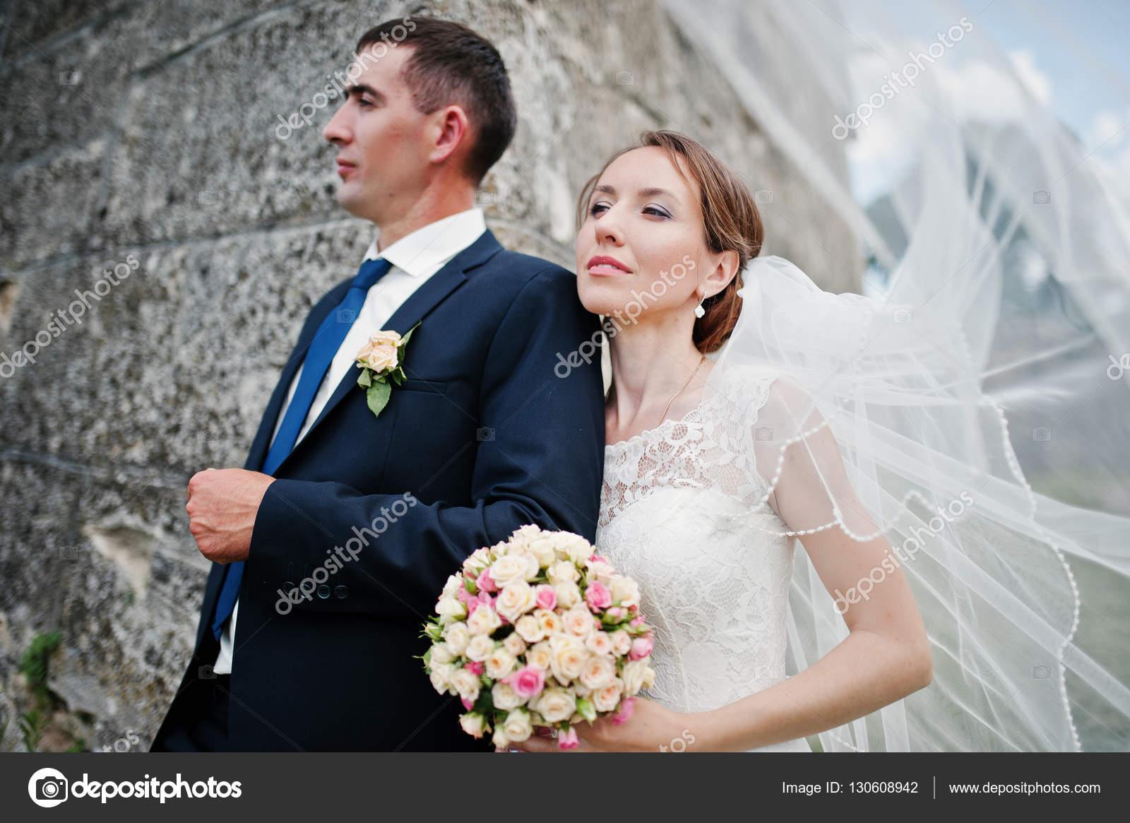 Hochzeitspaar Im Hintergrund Alte Vintage Burg Gluckliche Brautpaar