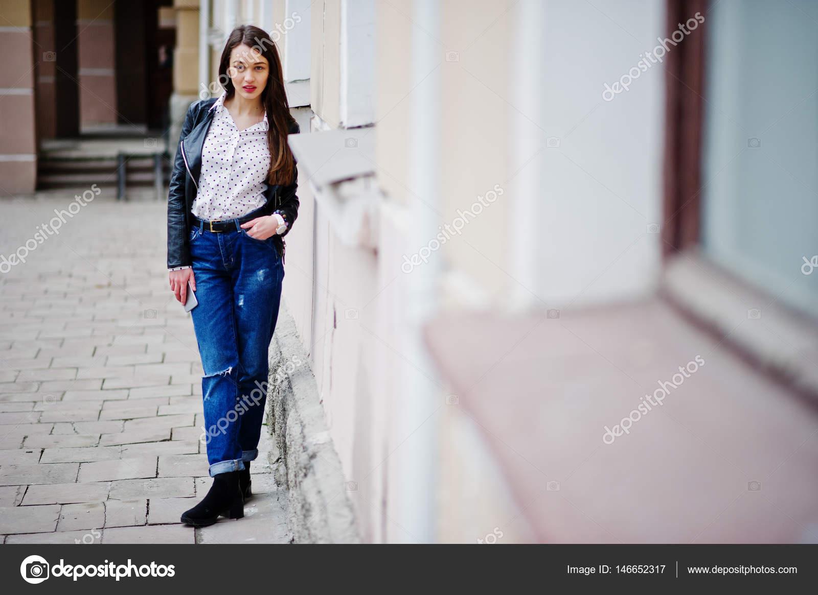 Retrato Elegante Cuero La Ripeado En Chaqueta Y Llevar De Joven rBqx7rv
