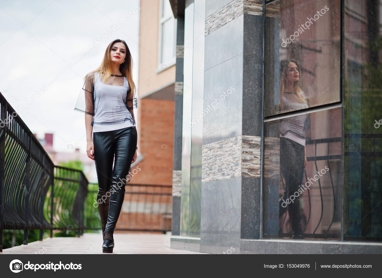 Японка прозрачные штаны фото на улице плоти
