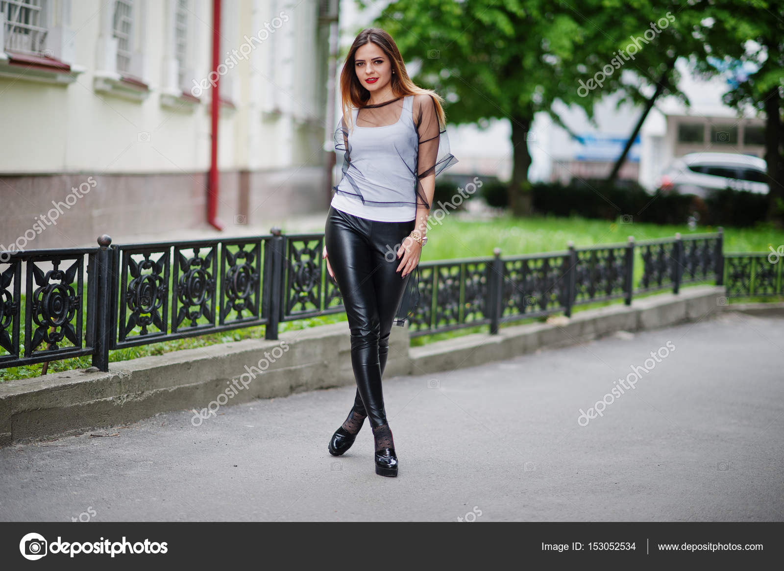Сучки прозрачные штаны фото на улице