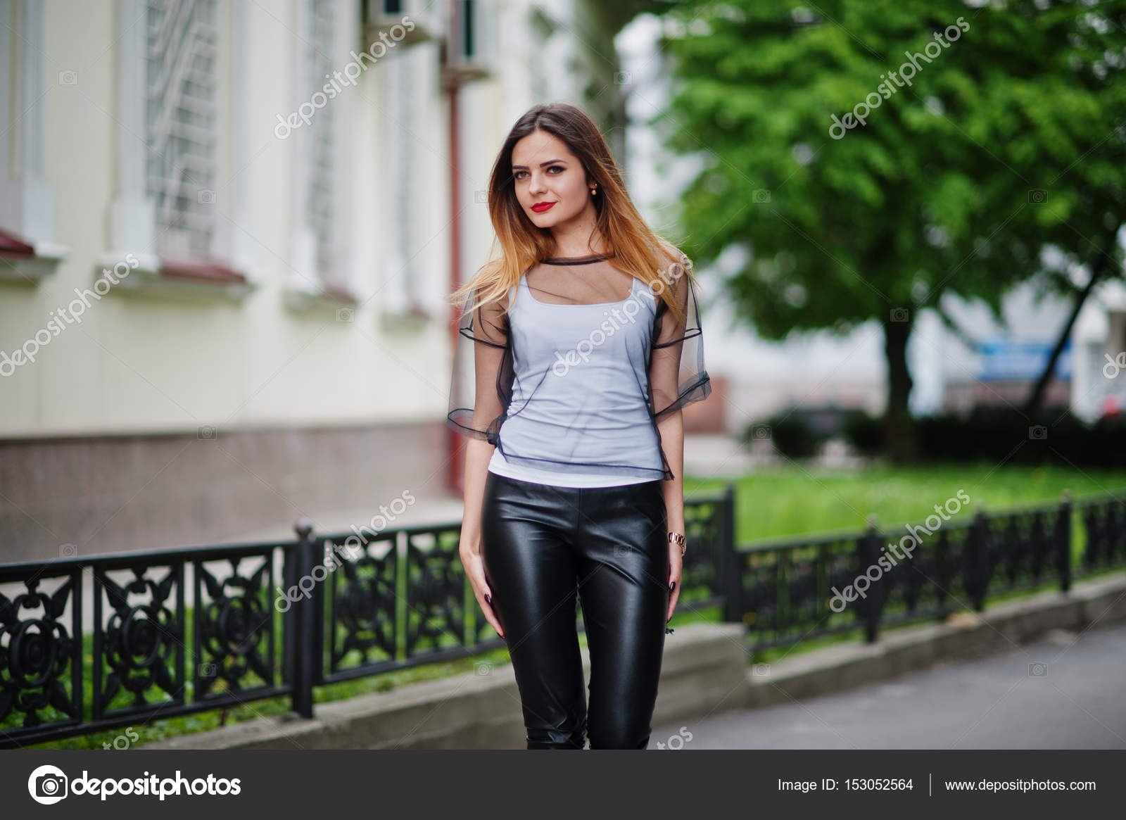Слуцайные фото женшины на улице в прозрачной одежде, лучшая минетчица фото