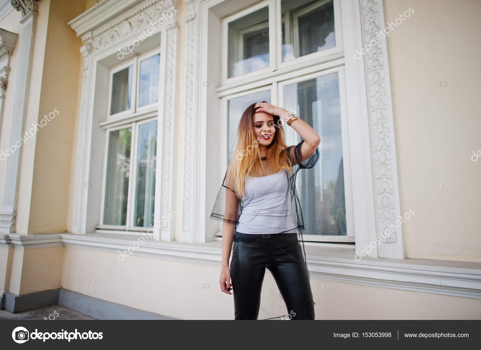 Красивые девушки в прозрачных белых брюках — photo 7