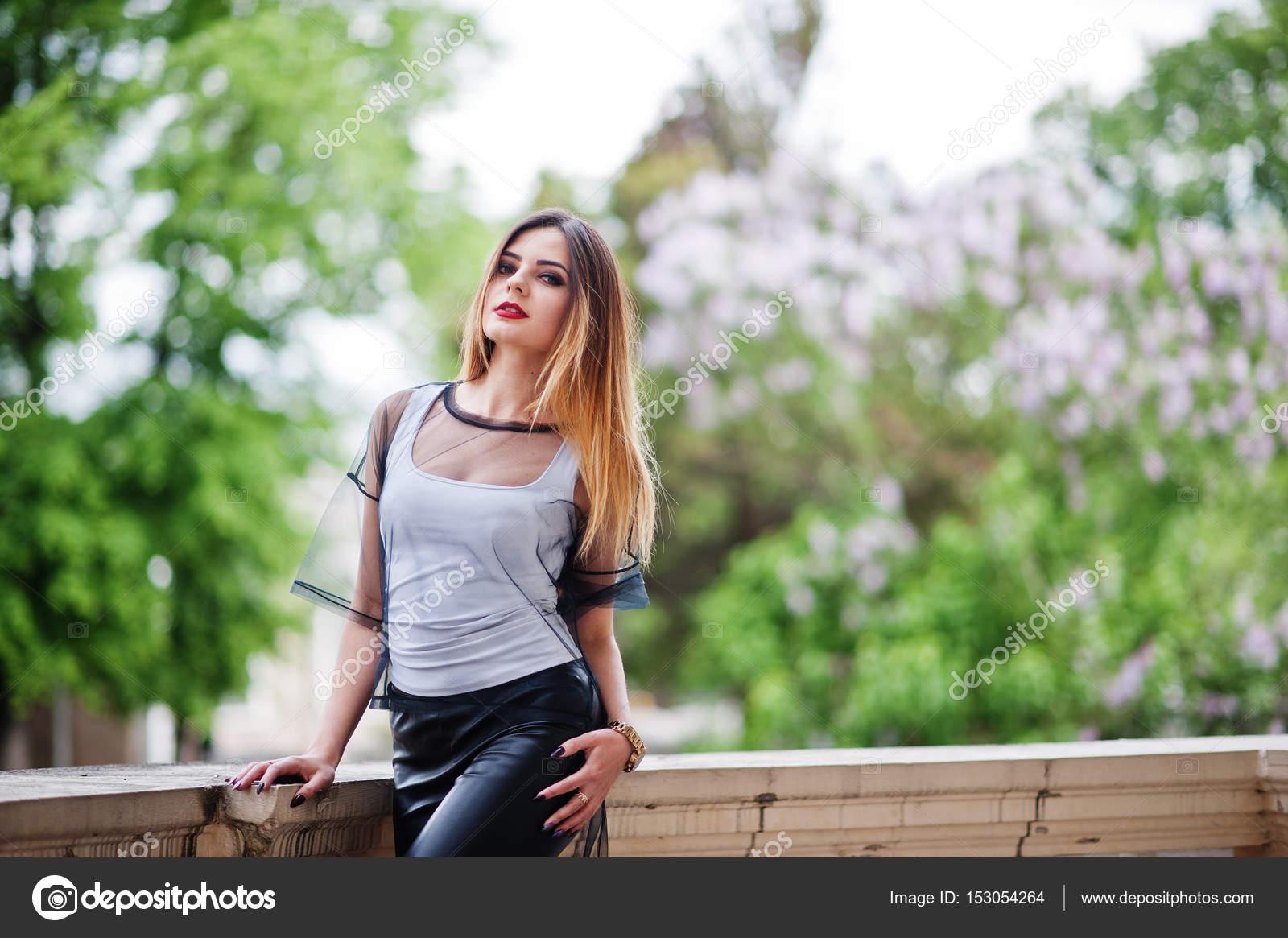 Фото девушка в прозрачном черной одежда — 7