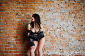 Brünett plus Größe sexy Frau, Verschleiß an schwarze Lederjacke, Lac