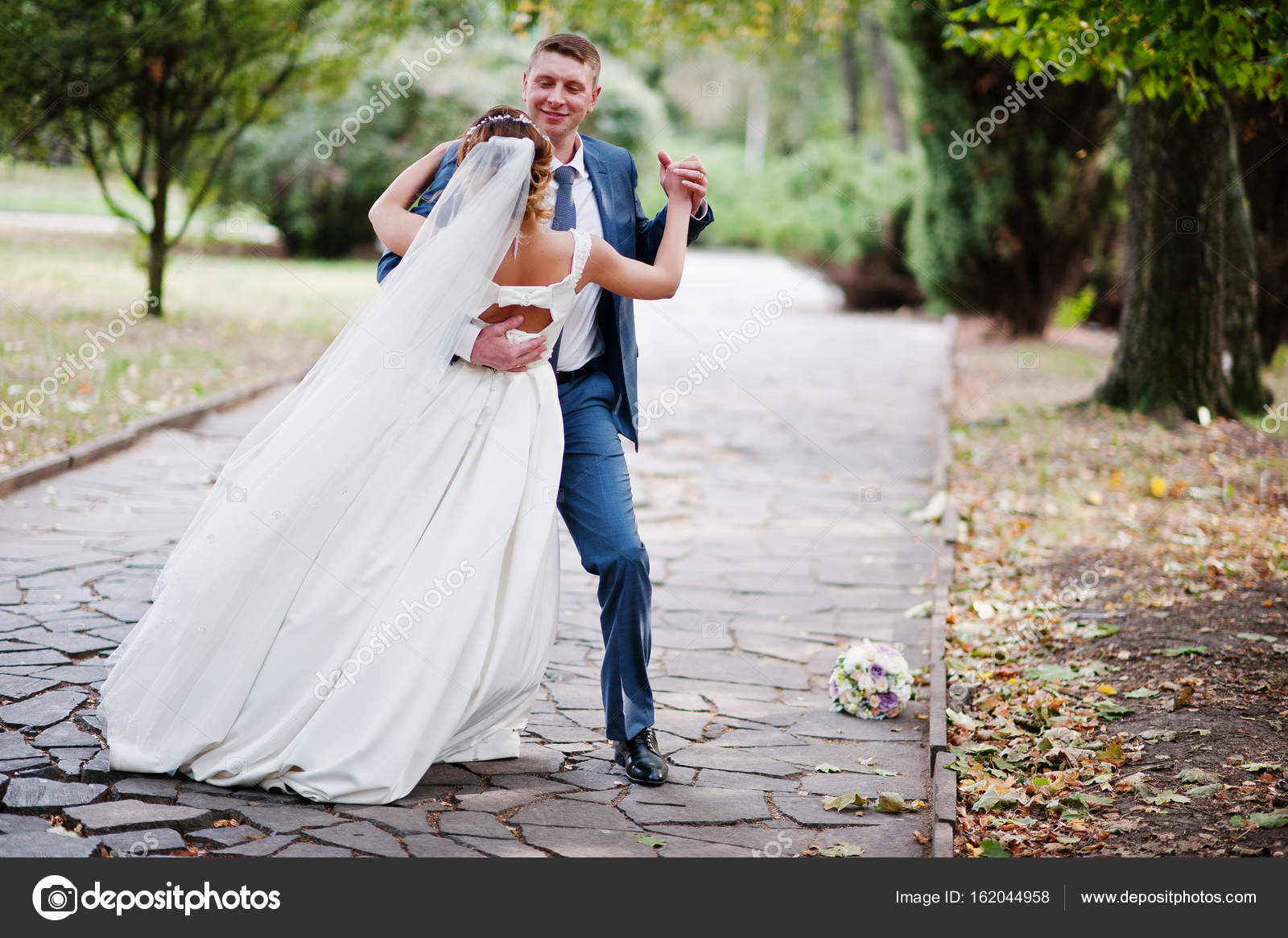 wedding couple poses pdf download