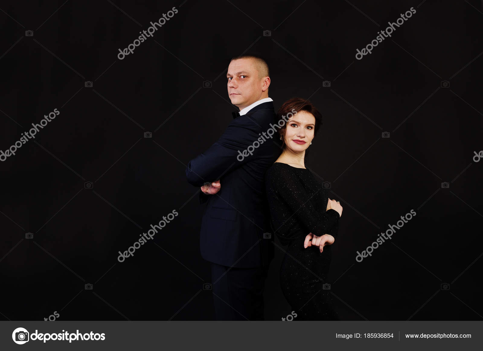 Costume Noire Homme Femme En Robe De Soirée Posée Avec D'élégance 4R5jc3LqA