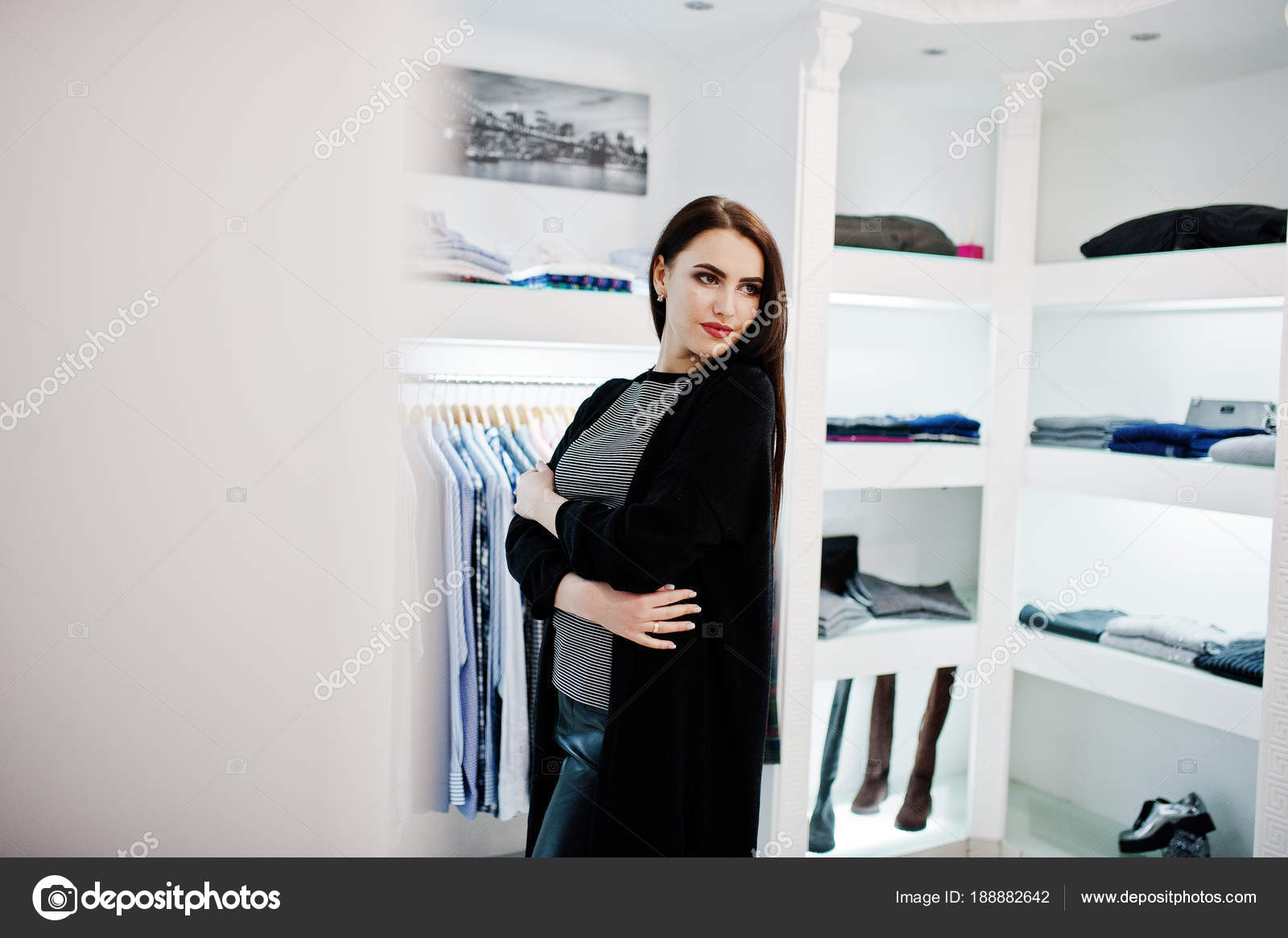Пиджейкой фото брюнетку в магазине видео ебля