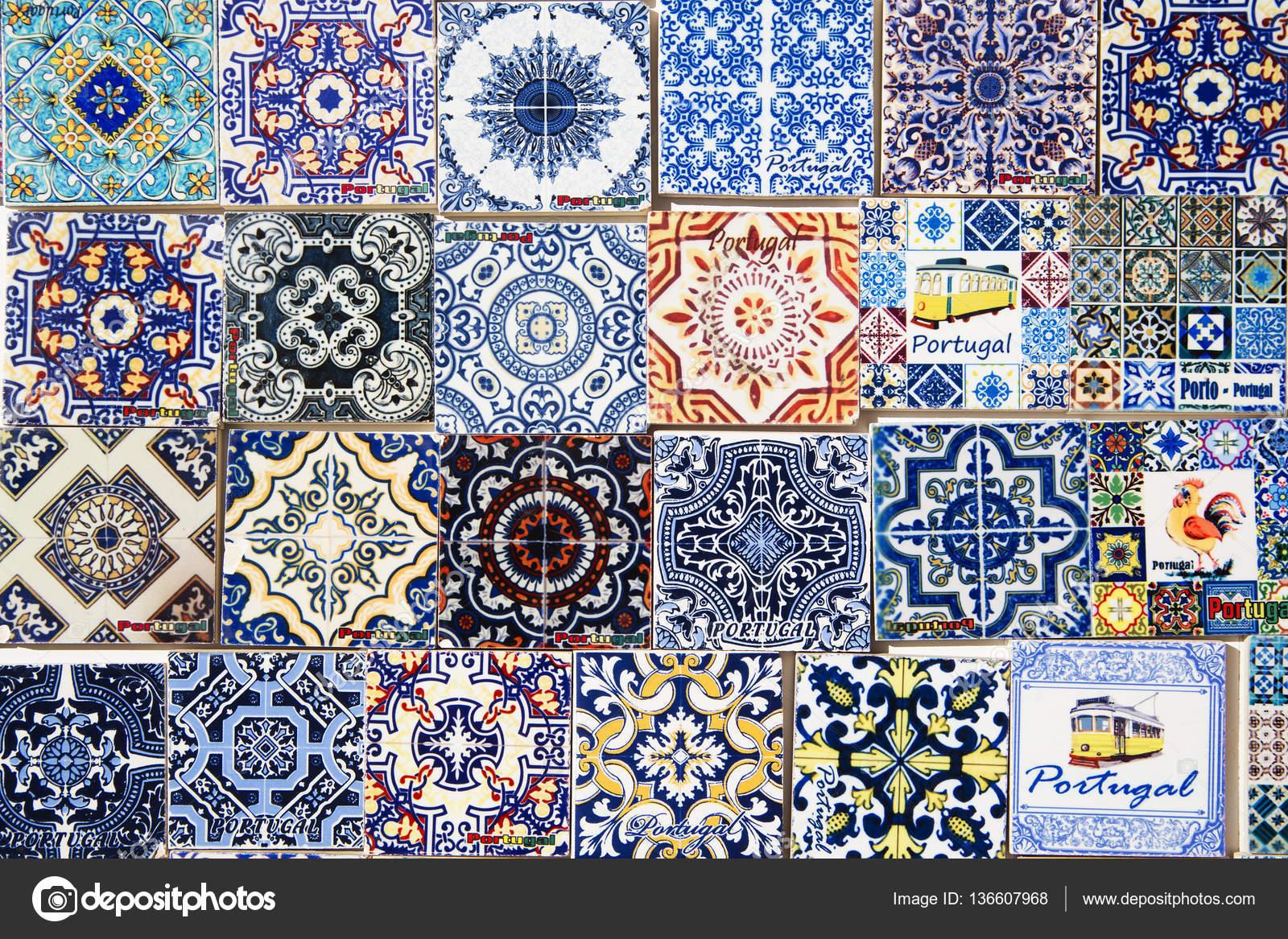 Portugese Tegels Amsterdam : Souvenirs voor toeristen reproduceren van typische portugese tegels