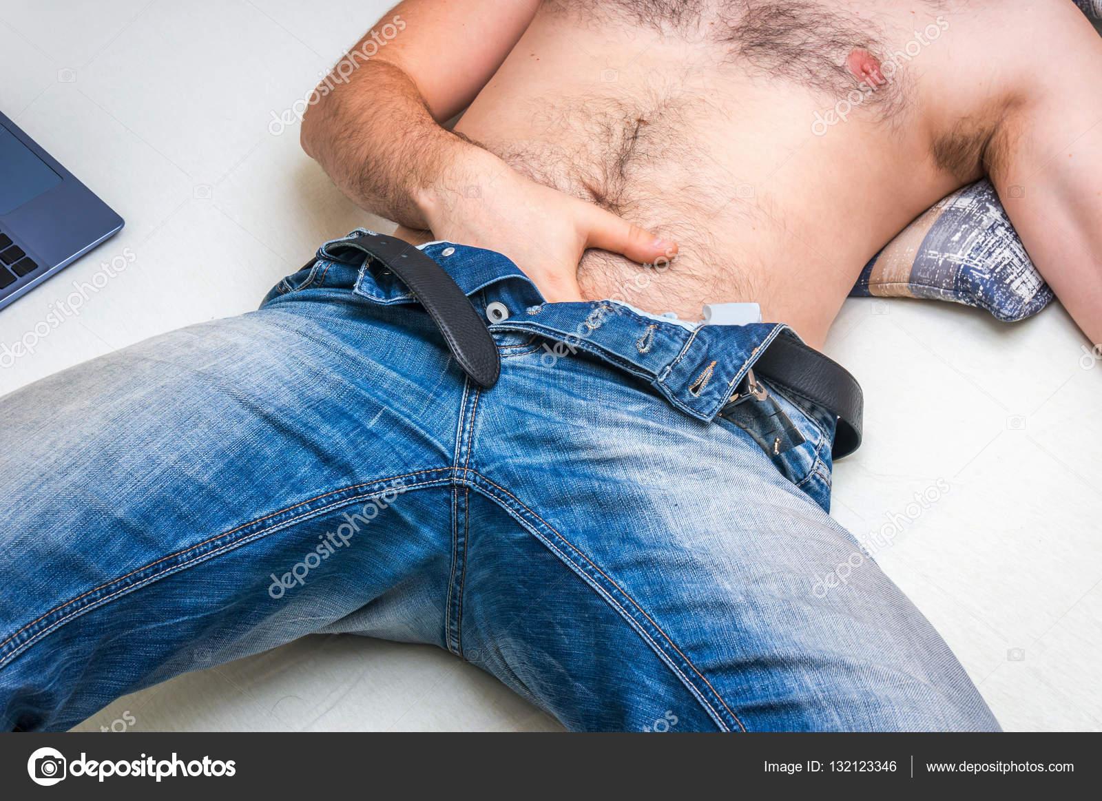 Hombres Masturbandose En La Cama