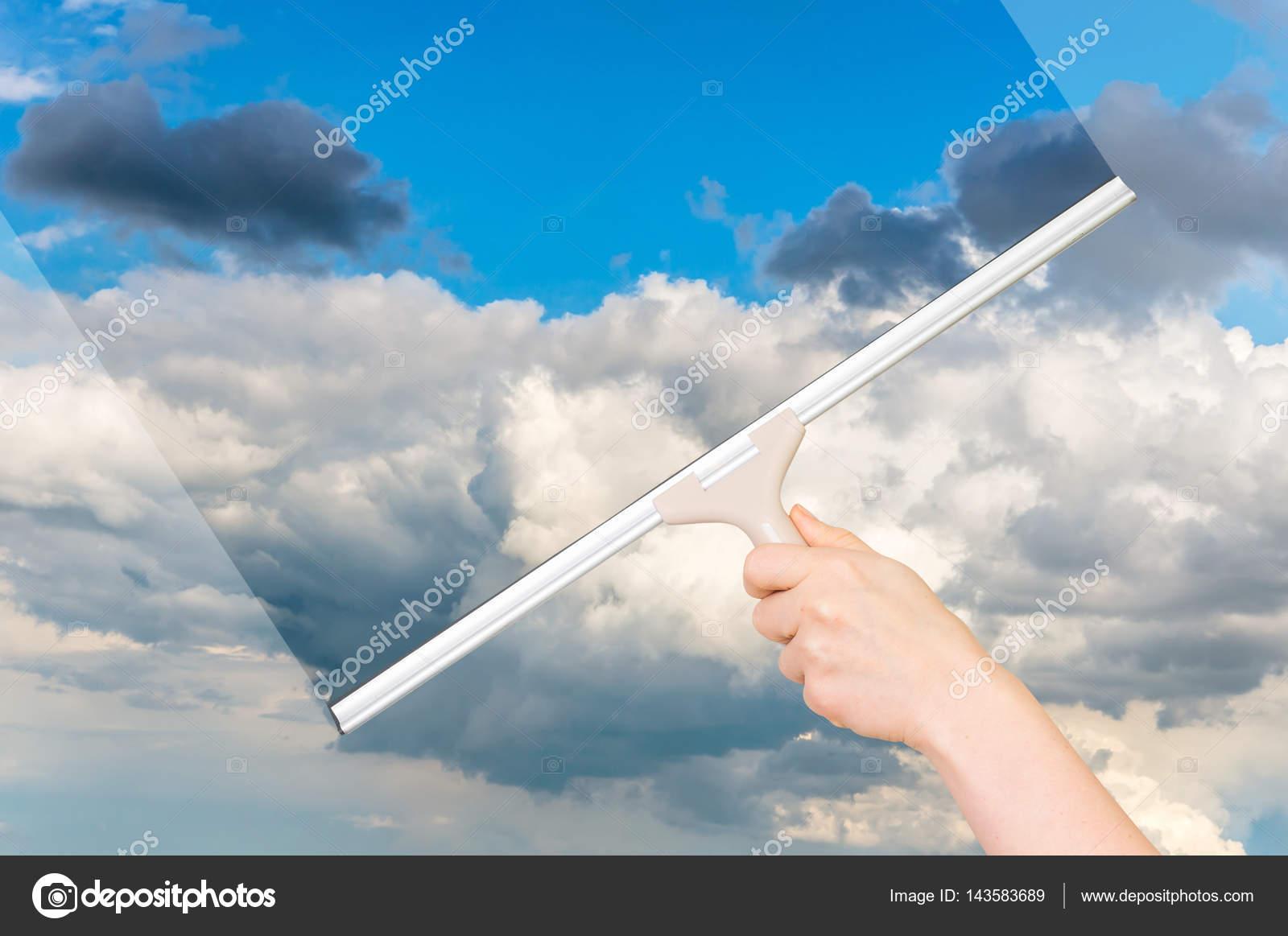 Genial Fenster Reinigen Ideen Von Mit Gummi-rakel Und Reinigung Des Himmels —