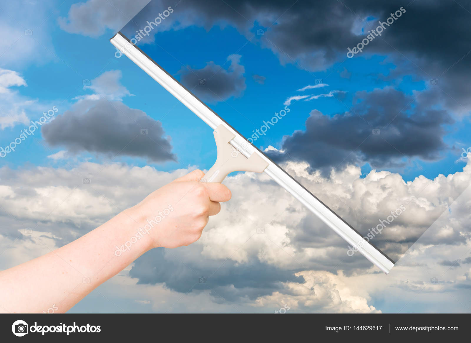 Bezaubernd Fenster Reinigen Beste Wahl Mit Gummi-rakel Und Reinigung Des Himmels —