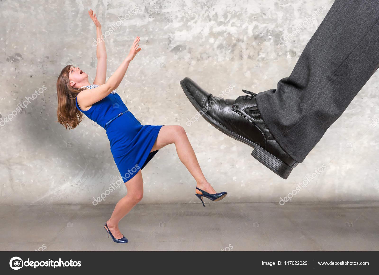 Femme coup de pied homme
